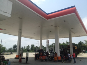 DriveDay 13: Fuel Pitstop #rickshawrun #rr